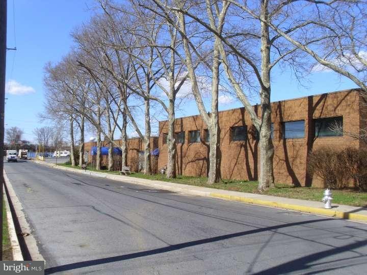 Частный односемейный дом для того Продажа на 2312 FAIRMONT Avenue Reading, Пенсильвания 19605 Соединенные Штаты