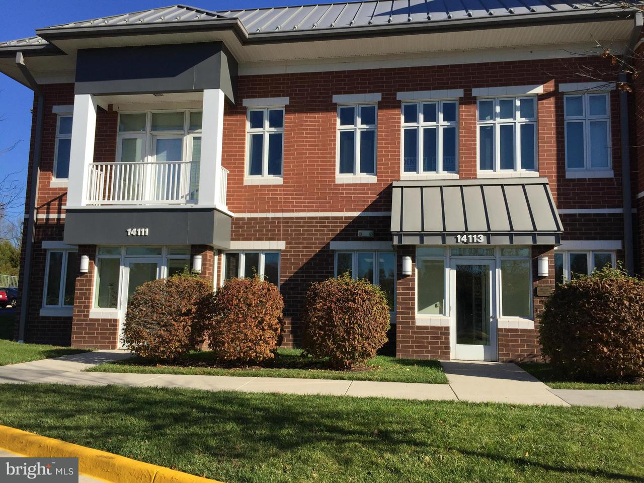 Comercial por un Venta en 14111 ROBERT PARIS Court 14111 ROBERT PARIS Court Chantilly, Virginia 20151 Estados Unidos
