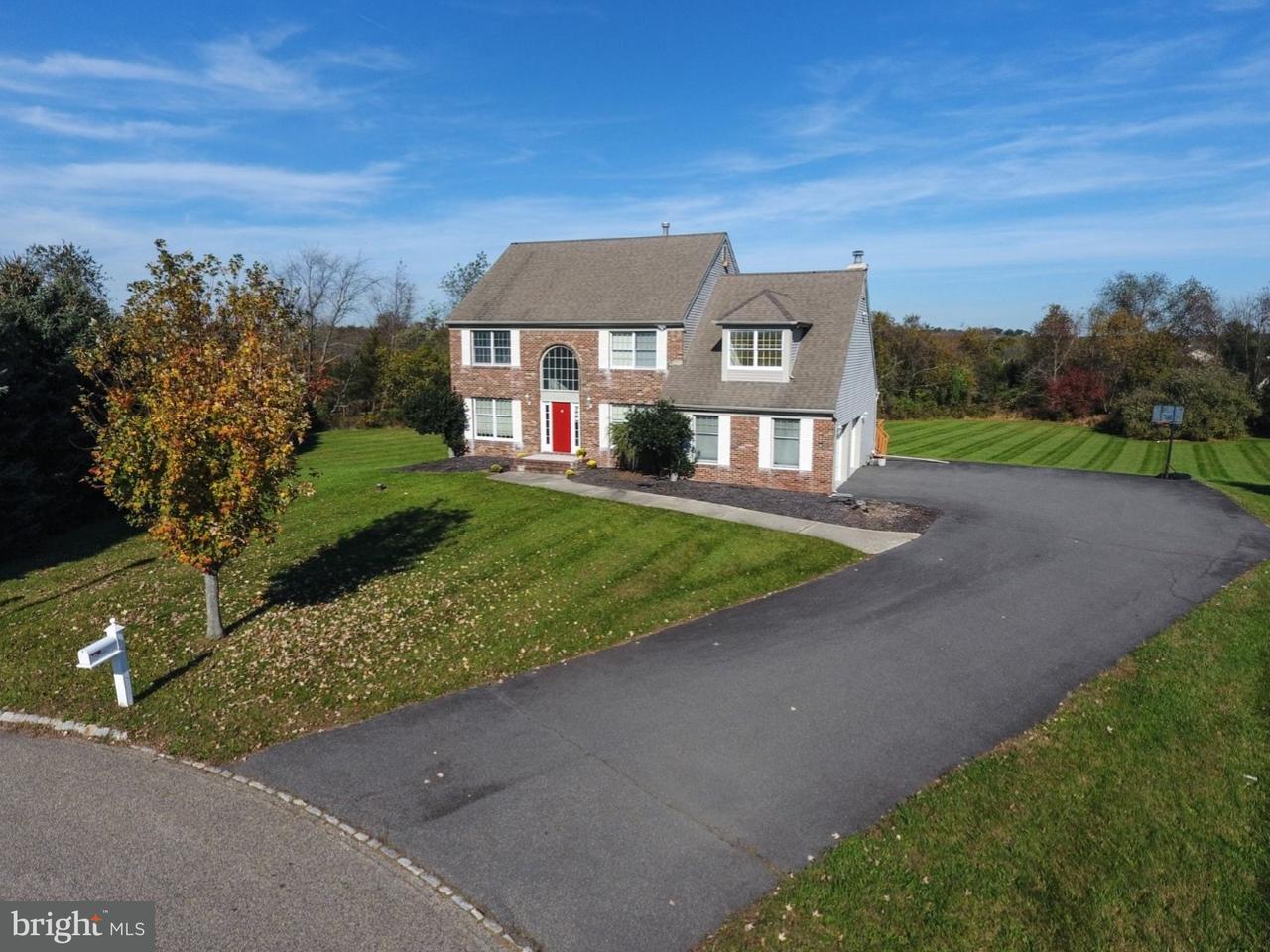 独户住宅 为 销售 在 4 CALVIN Court 夫雷明顿, 新泽西州 08822 美国在/周边: Raritan Township