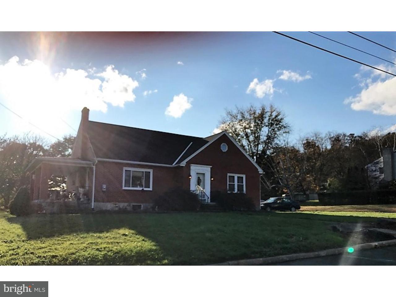 Частный односемейный дом для того Продажа на 214 N 7TH Street Bally, Пенсильвания 19503 Соединенные Штаты