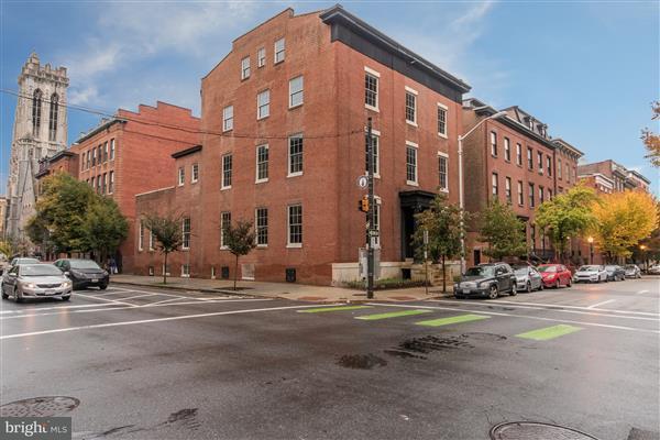 Huis voor meerdere gezinnen voor Verkoop een t 20 W MADISON Street 20 W MADISON Street Baltimore, Maryland 21201 Verenigde Staten