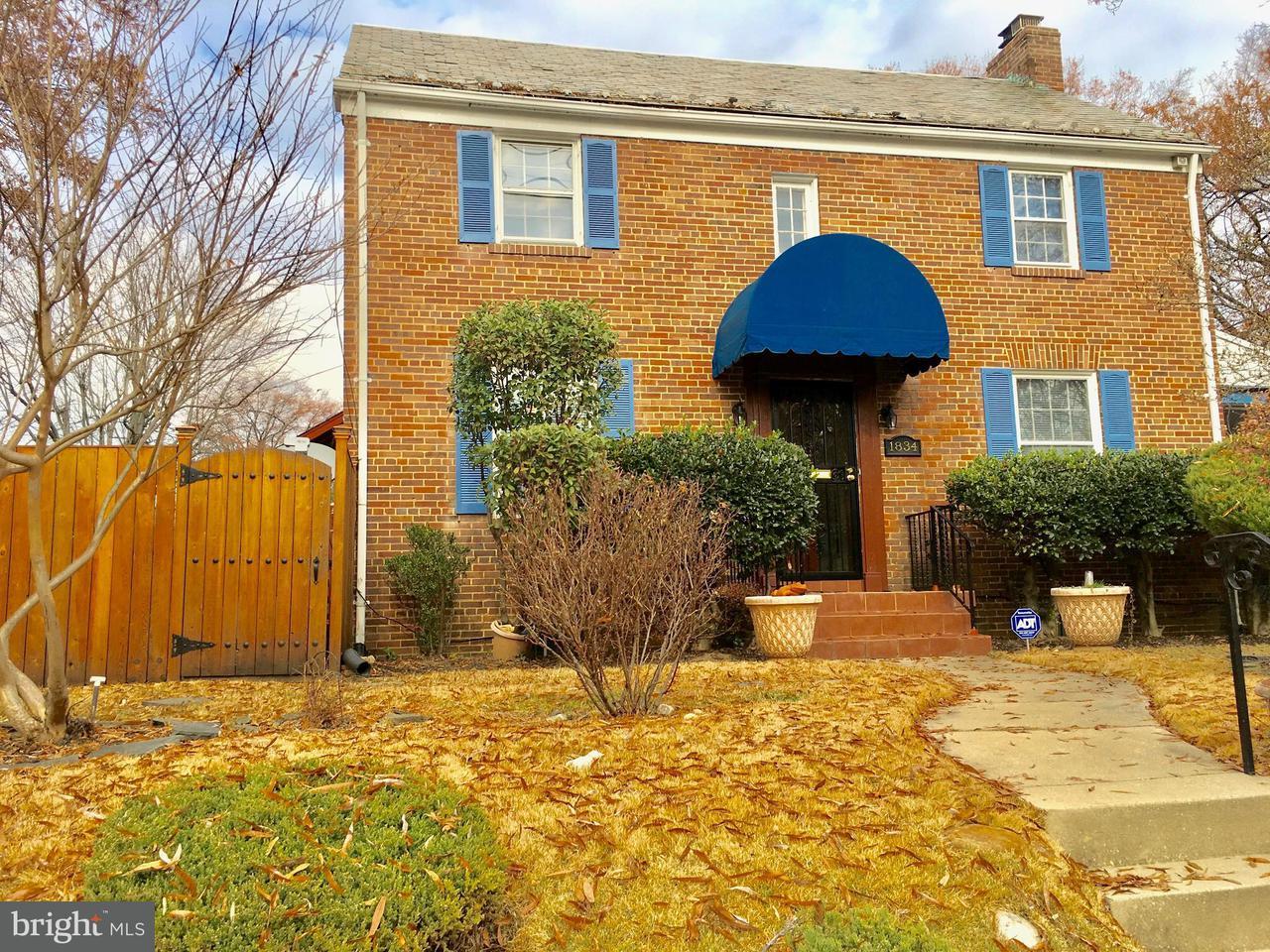 Maison unifamiliale pour l Vente à 1834 UPSHUR ST NE 1834 UPSHUR ST NE Washington, District De Columbia 20018 États-Unis