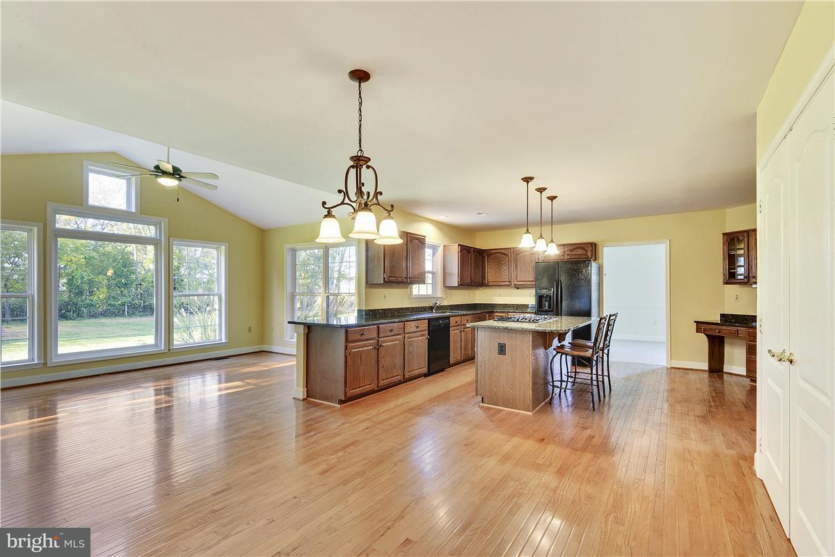 Maison unifamiliale pour l Vente à 19744 SELBY Avenue 19744 SELBY Avenue Poolesville, Maryland 20837 États-Unis