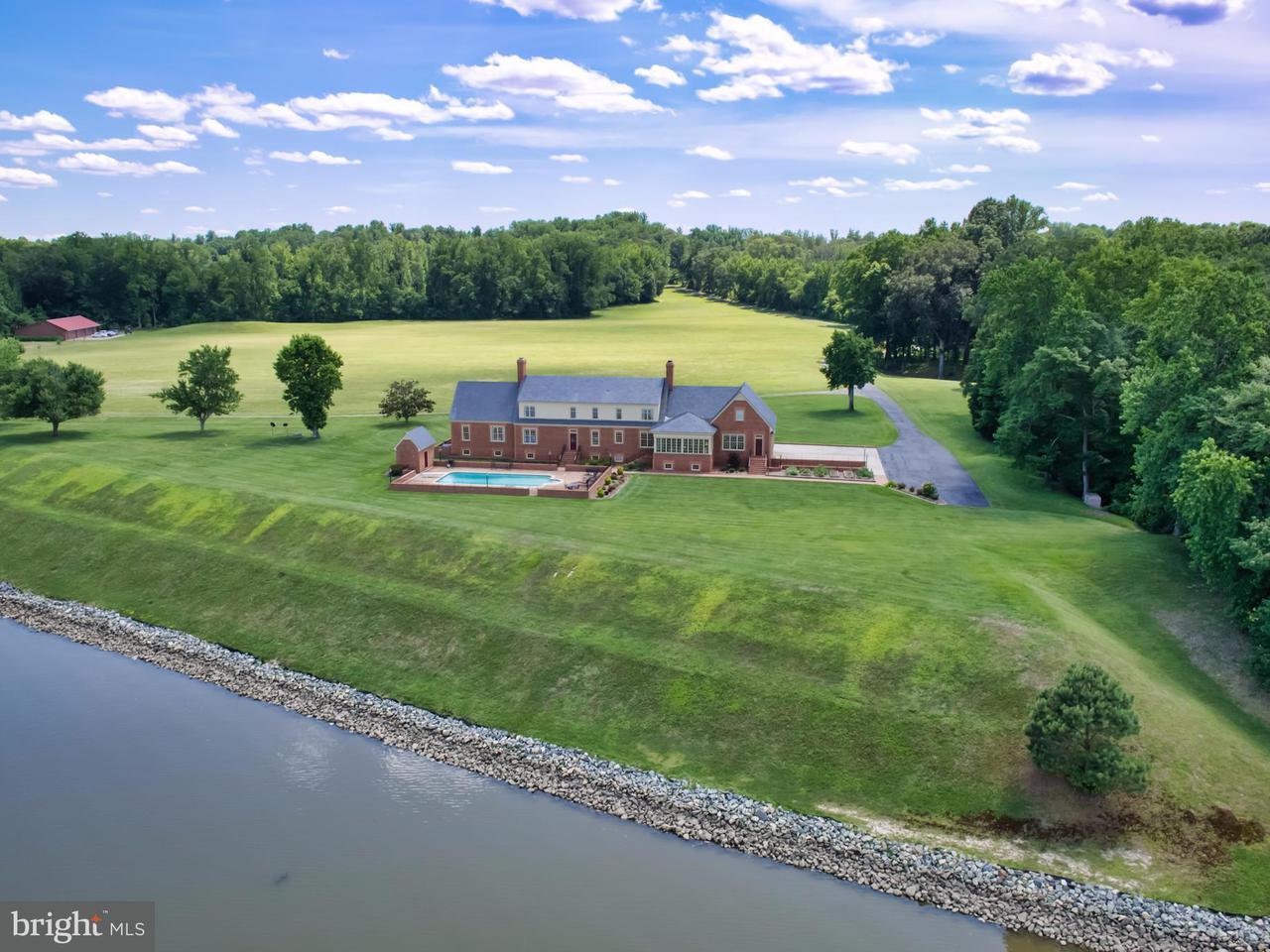 Einfamilienhaus für Verkauf beim 16207 TIDEWATER TRAIL 16207 TIDEWATER TRAIL Tappahannock, Virginia 22560 Vereinigte Staaten