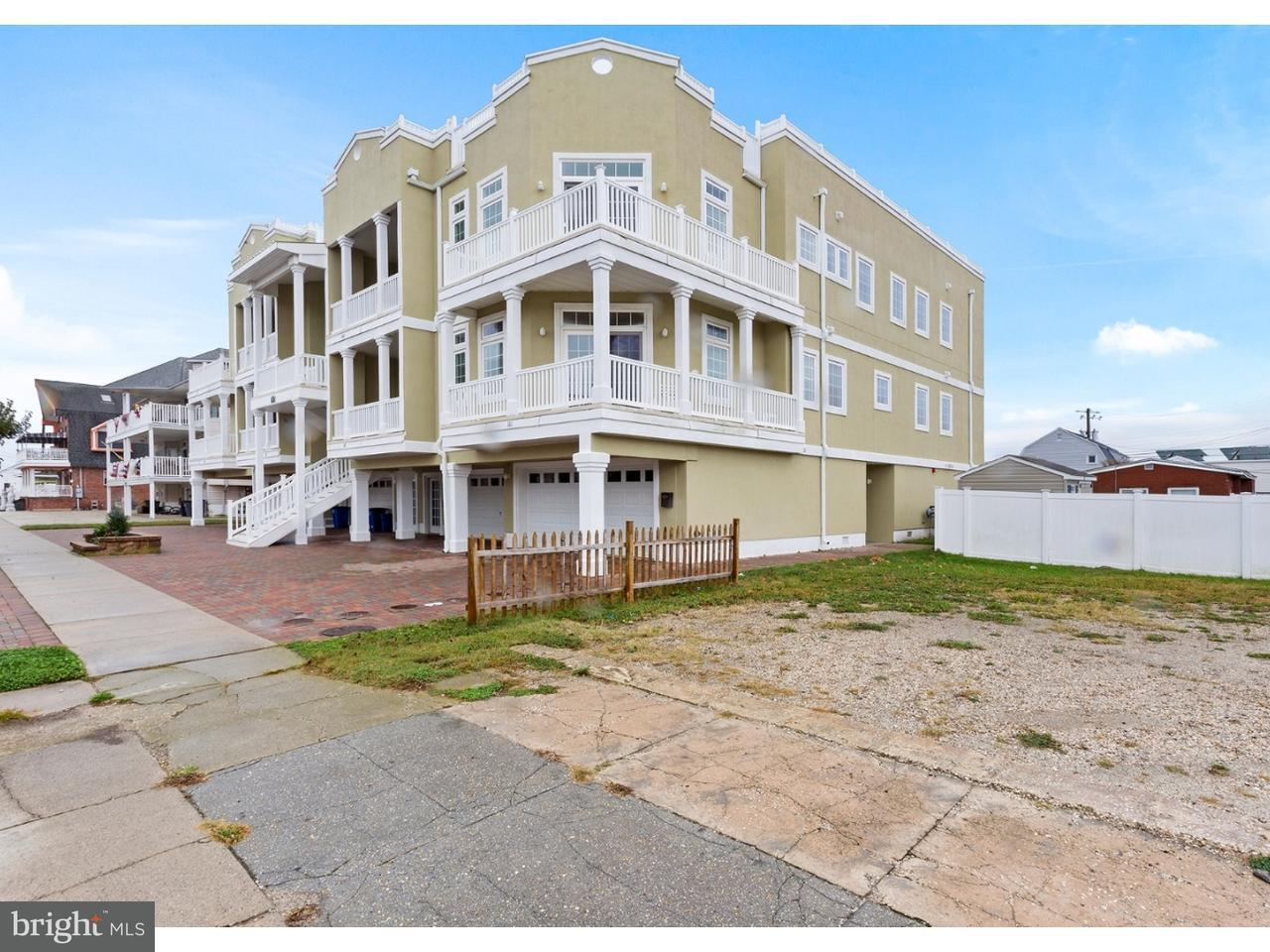 Maison accolée pour l Vente à 110 E WALNUT AVE #101 North Wildwood, New Jersey 08260 États-Unis