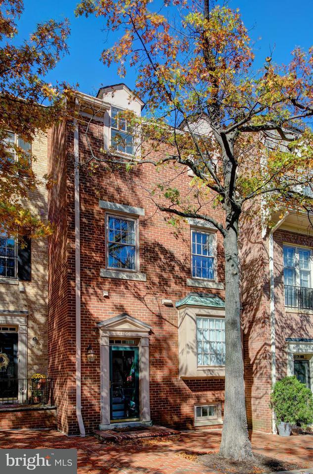 多棟聯建住宅 為 出售 在 4306 WESTOVER PL NW 4306 WESTOVER PL NW Washington, 哥倫比亞特區 20016 美國
