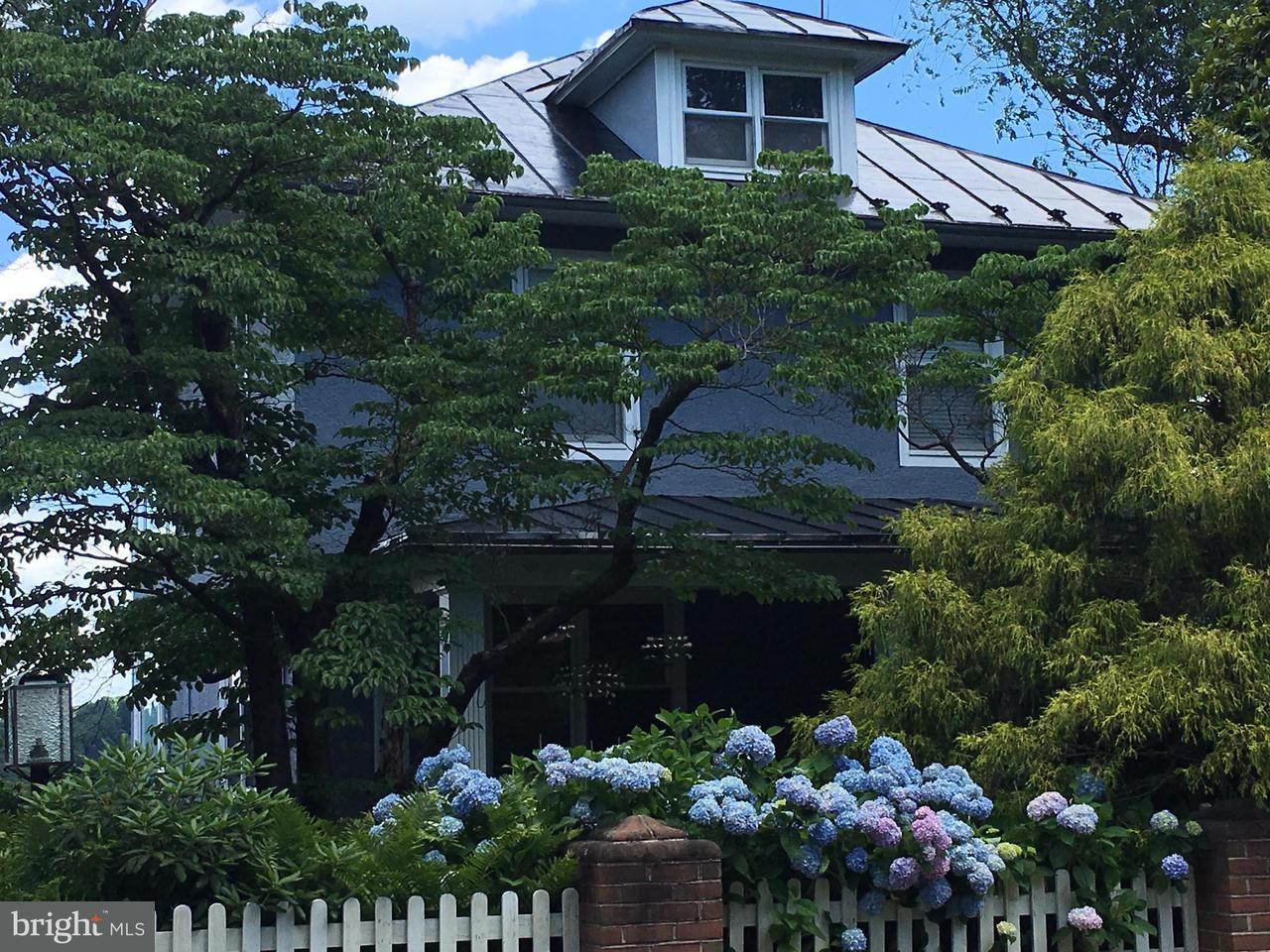 獨棟家庭住宅 為 出售 在 790 RIDGE ST E 790 RIDGE ST E Harpers Ferry, 西佛吉尼亞州 25425 美國