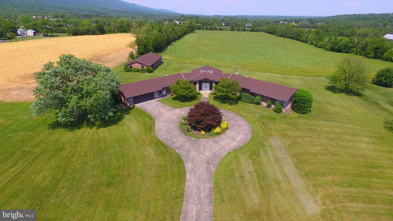 獨棟家庭住宅 為 出售 在 2150 MOUNT OLIVE Road 2150 MOUNT OLIVE Road Toms Brook, 弗吉尼亞州 22660 美國