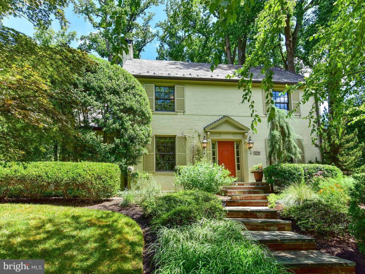 Частный односемейный дом для того Продажа на 4409 DEXTER ST NW 4409 DEXTER ST NW Washington, Округ Колумбия 20007 Соединенные Штаты