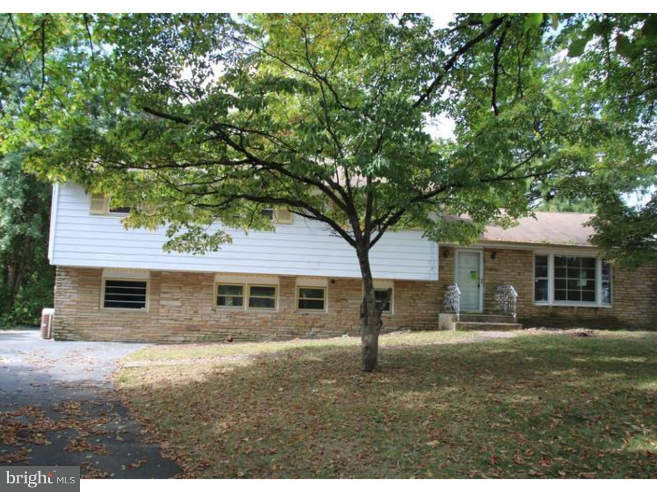 独户住宅 为 销售 在 971 BEAR TAVERN Road West Trenton, 新泽西州 08628 美国在/周边: Ewing Township