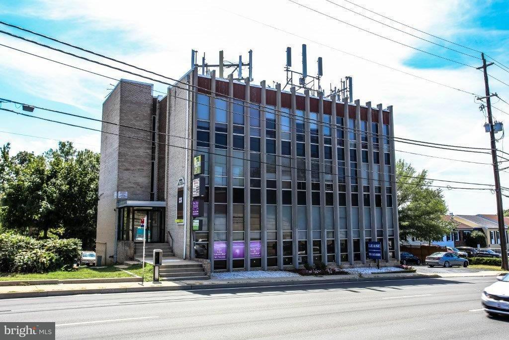 商用 为 销售 在 6215 GREENBELT Road 6215 GREENBELT Road College Park, 马里兰州 20740 美国