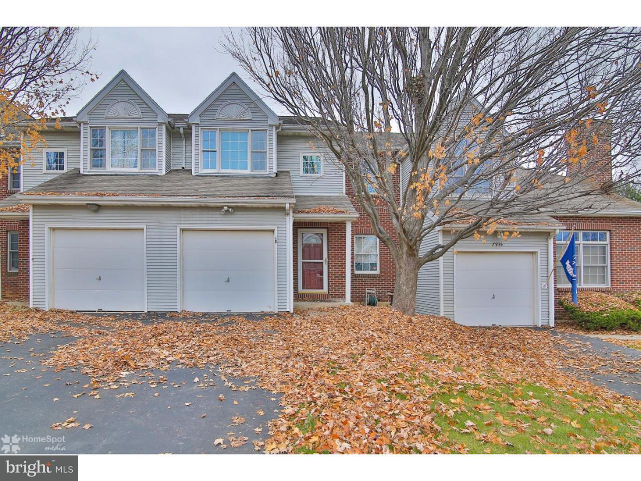 联栋屋 为 销售 在 7939 CROSS CREEK Circle Breinigsville, 宾夕法尼亚州 18031 美国