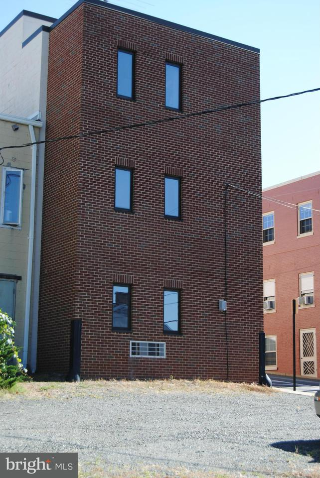 Additional photo for property listing at 82 Main Street 82 Main Street Warrenton, Virginia 20186 Verenigde Staten