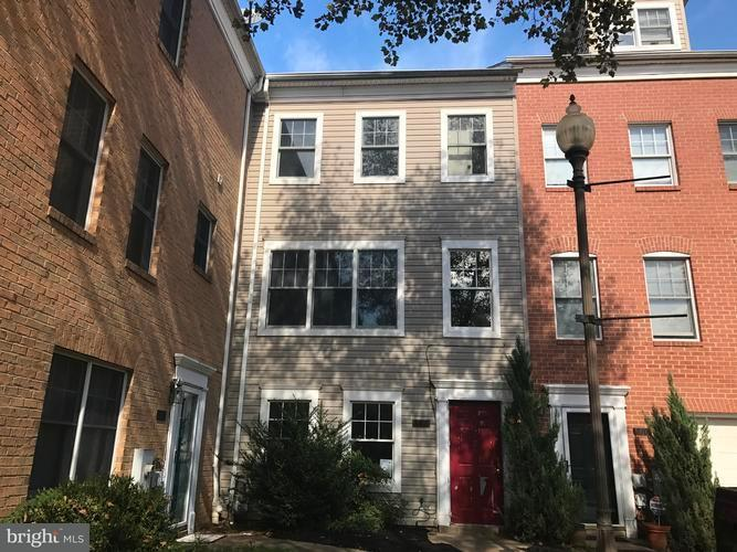 Single Family for Sale at 808 Hr Dr SE Washington, District Of Columbia 20032 United States