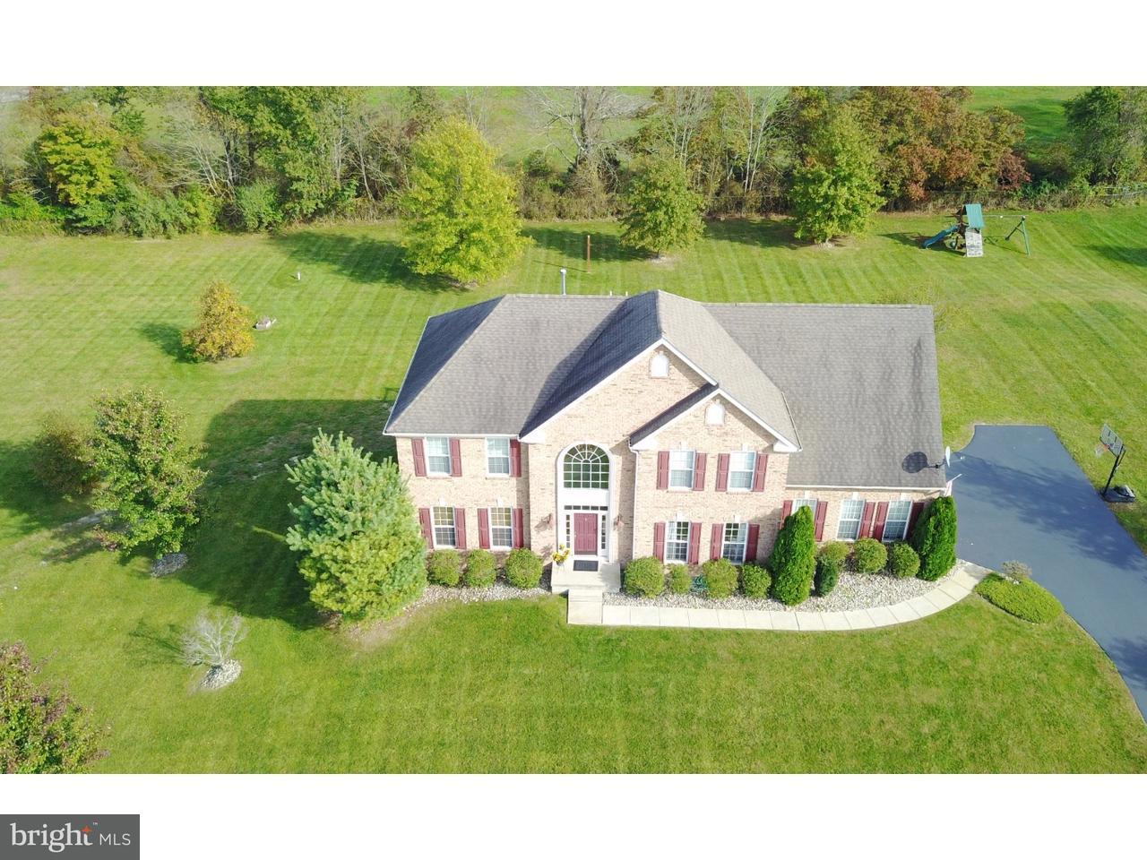 Maison unifamiliale pour l Vente à 25 NICHOLAS Court Cream Ridge, New Jersey 08514 États-UnisDans/Autour: Upper Freehold Township