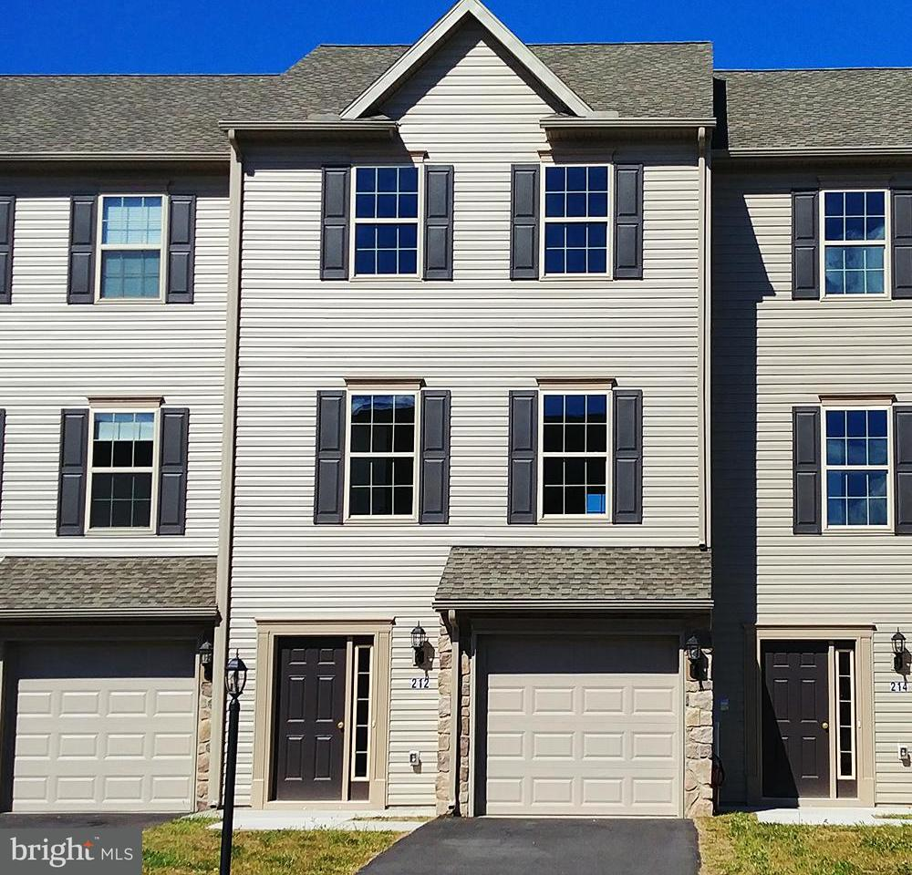 Single Family for Sale at 212 Katelyn Dr New Oxford, Pennsylvania 17350 United States