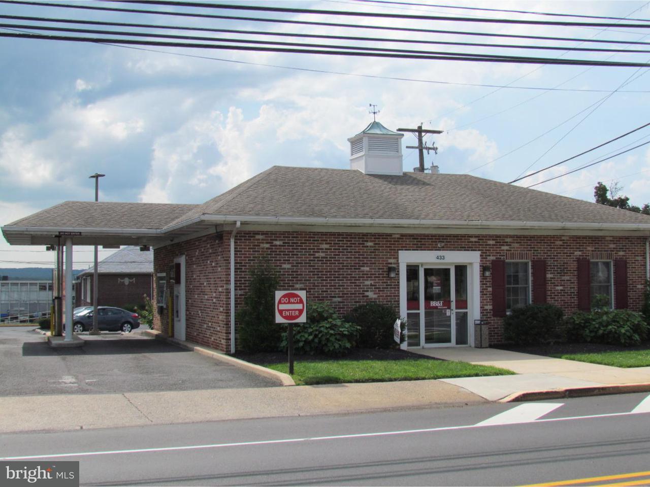 Maison unifamiliale pour l Vente à 433 MAIN Street Red Hill, Pennsylvanie 18076 États-Unis