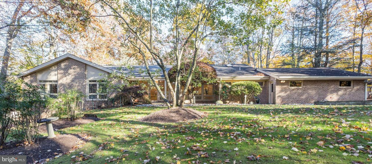 Single Family Home for Sale at 11005 RIVERWOOD Drive 11005 RIVERWOOD Drive Potomac, Maryland 20854 United States