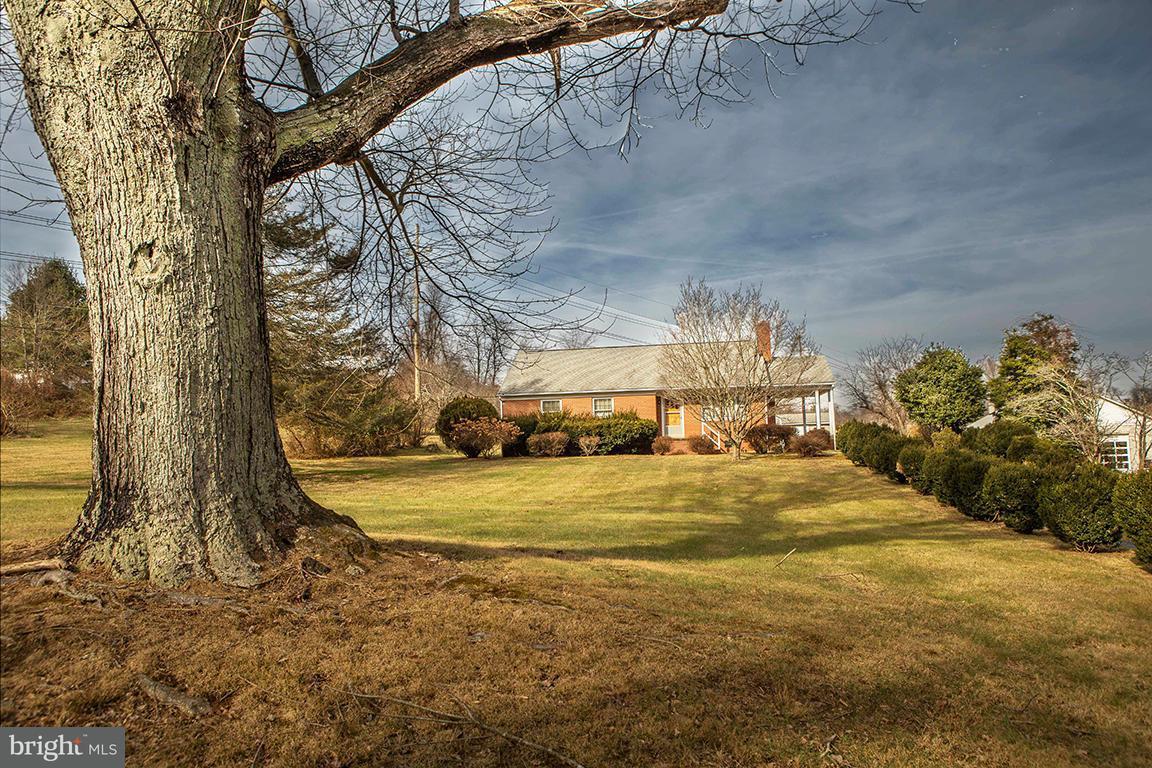 Maison unifamiliale pour l Vente à 915 FODDERSTACK 915 FODDERSTACK Flint Hill, Virginia 22627 États-Unis