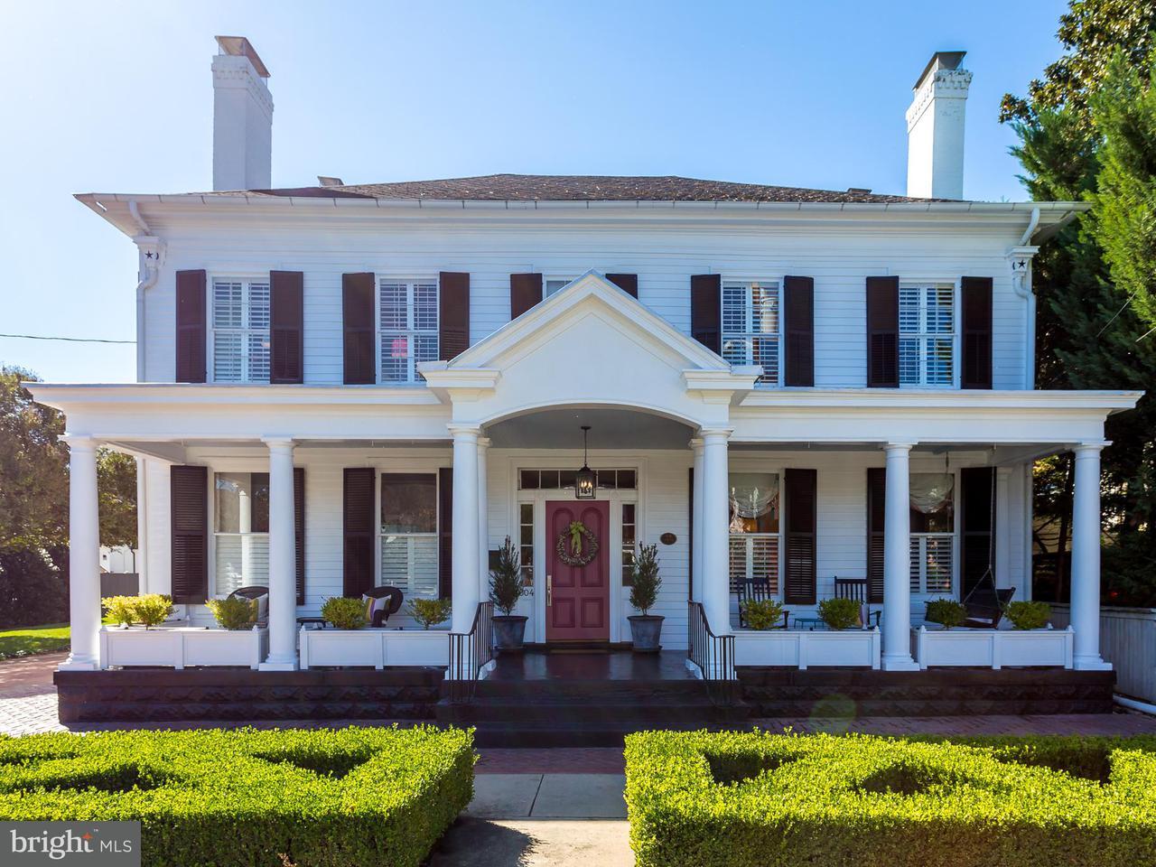 獨棟家庭住宅 為 出售 在 304 Caroline Street 304 Caroline Street Fredericksburg, 弗吉尼亞州 22401 美國