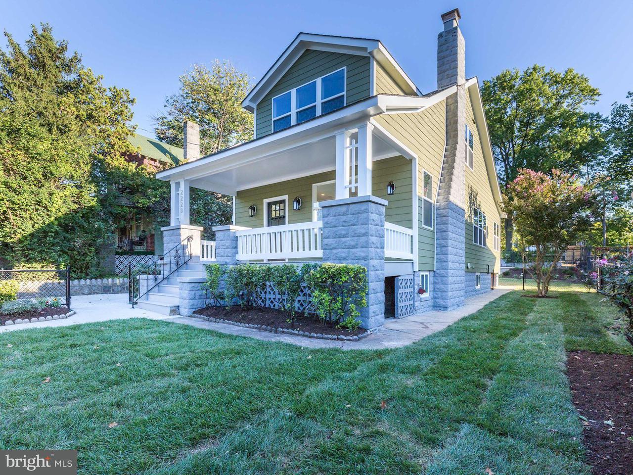 Maison unifamiliale pour l Vente à 2223 LAWRENCE ST NE 2223 LAWRENCE ST NE Washington, District De Columbia 20018 États-Unis