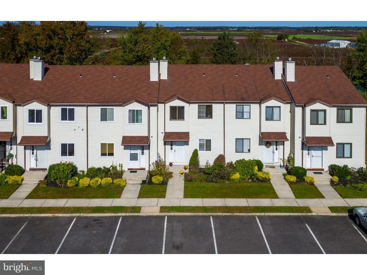 Casa unifamiliar adosada (Townhouse) por un Alquiler en 16 JAMESTOWN BLVD Hammonton, Nueva Jersey 08037 Estados Unidos