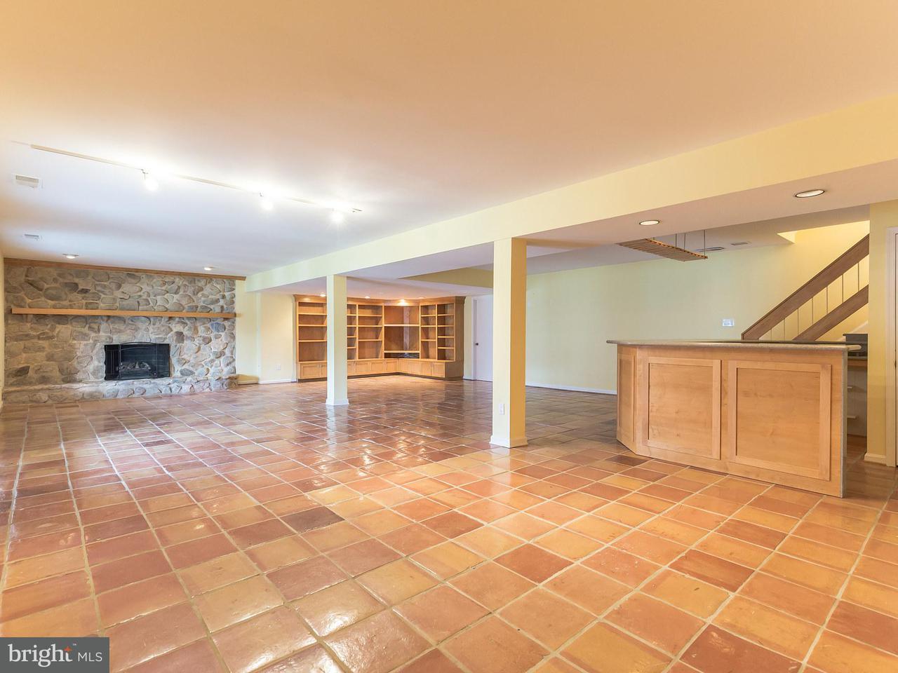 独户住宅 为 销售 在 12316 HARBOUR Circle 12316 HARBOUR Circle Fort Washington, 马里兰州 20744 美国