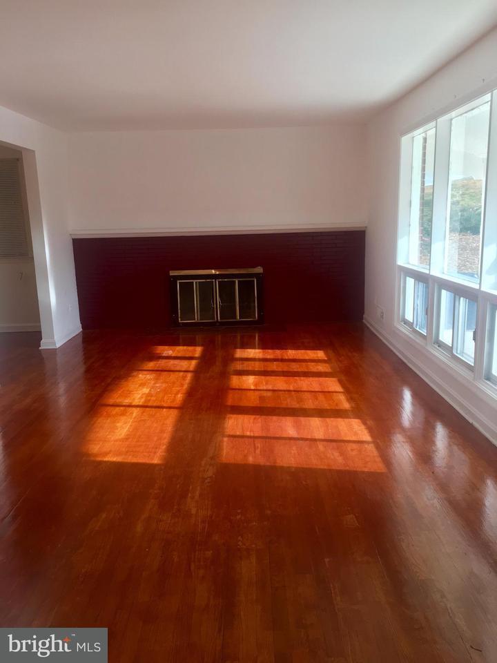 獨棟家庭住宅 為 出售 在 2002 WOODED WAY 2002 WOODED WAY Adelphi, 馬里蘭州 20783 美國