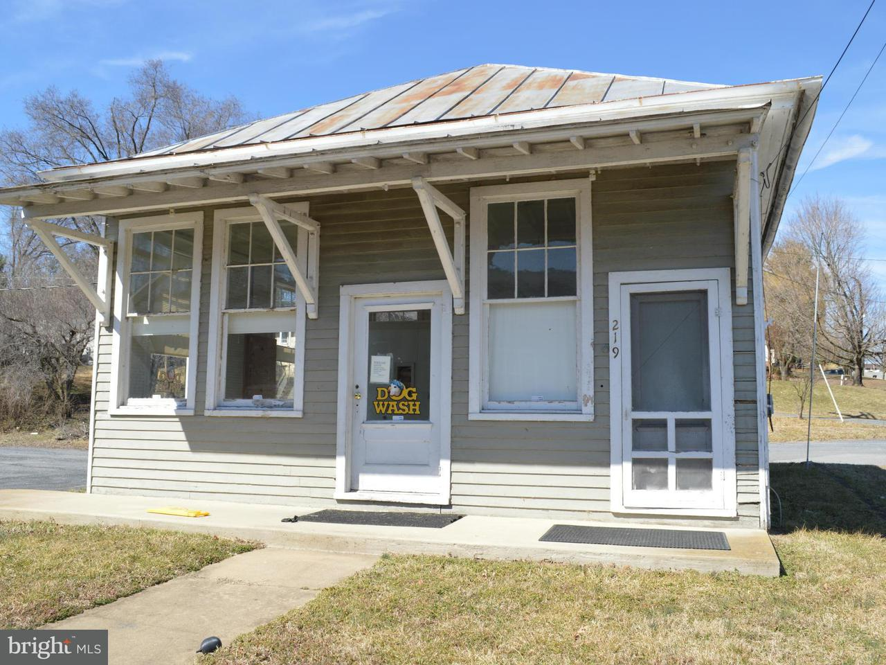Additional photo for property listing at 215 North St  Woodstock, Virginia 22664 United States
