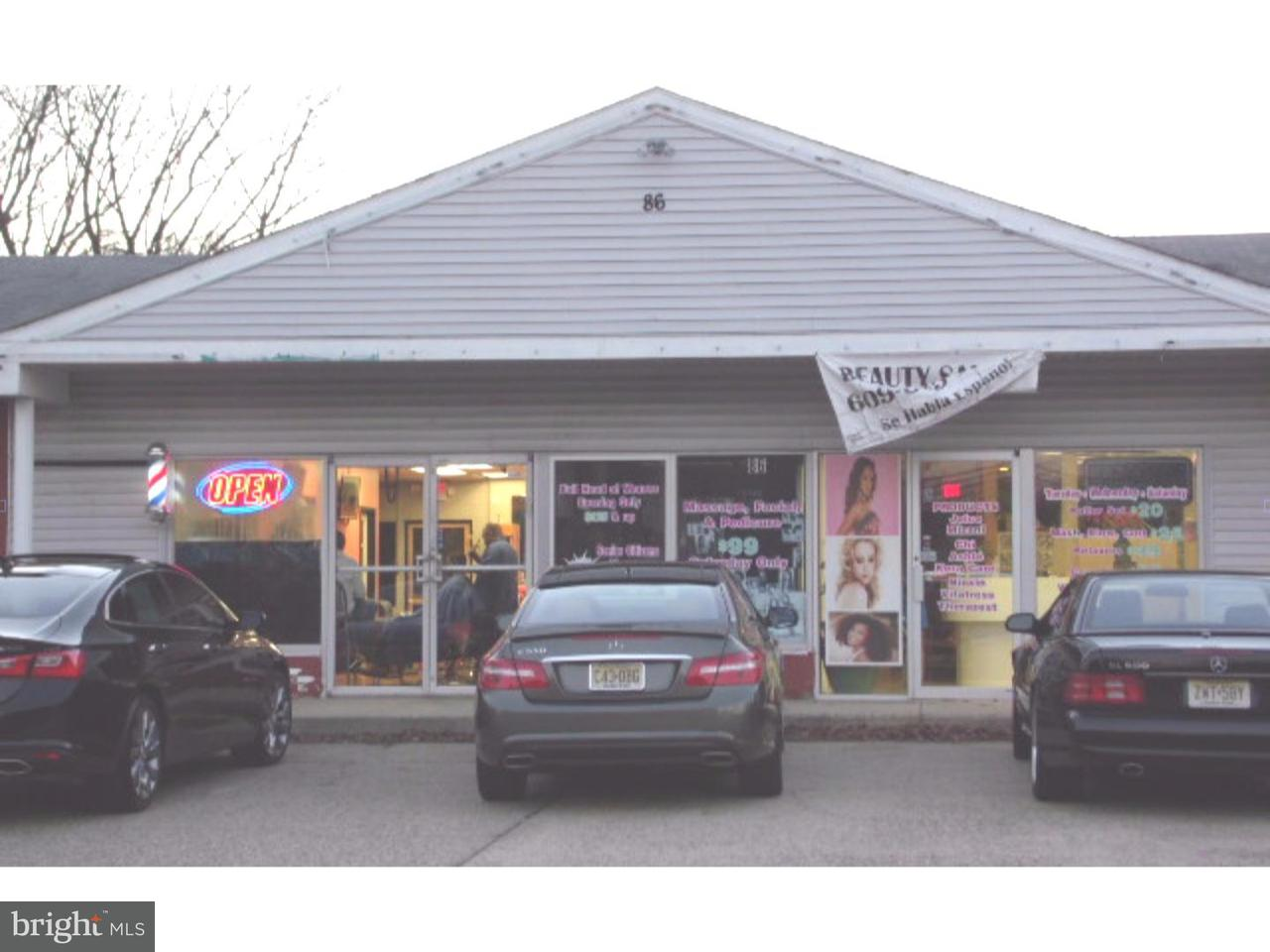 Maison unifamiliale pour l Vente à 86 BEVERLY RANCOCAS Road Willingboro, New Jersey 08046 États-Unis