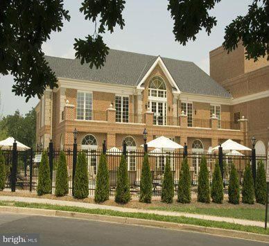 Additional photo for property listing at 1800 S 26th St #101  Arlington, Virginia 22206 United States