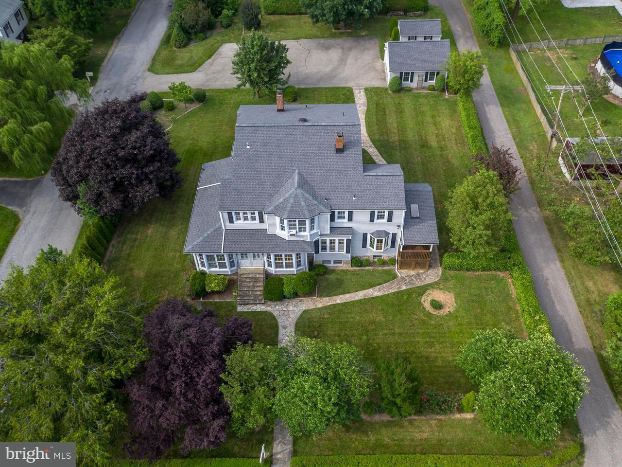 Casa Unifamiliar por un Venta en 2223 ROCKWELL Avenue 2223 ROCKWELL Avenue Catonsville, Maryland 21228 Estados Unidos