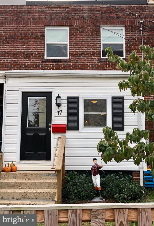 Townhouse for Sale at 17 CLIFFORD Avenue 17 CLIFFORD Avenue Alexandria, Virginia 22305 United States