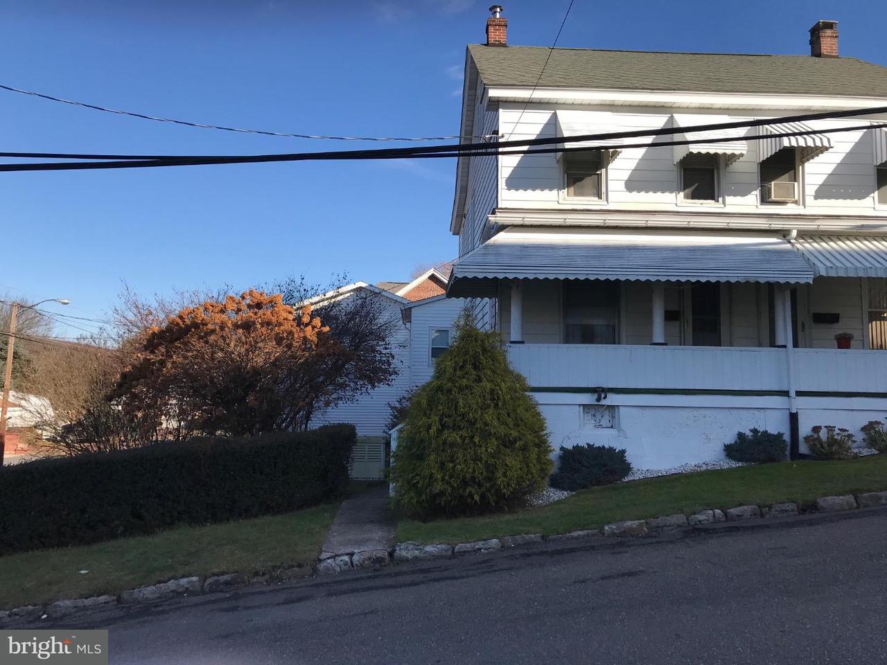 Maison accolée pour l Vente à 27 N ALMOND Street Nesquehoning, Pennsylvanie 18240 États-Unis