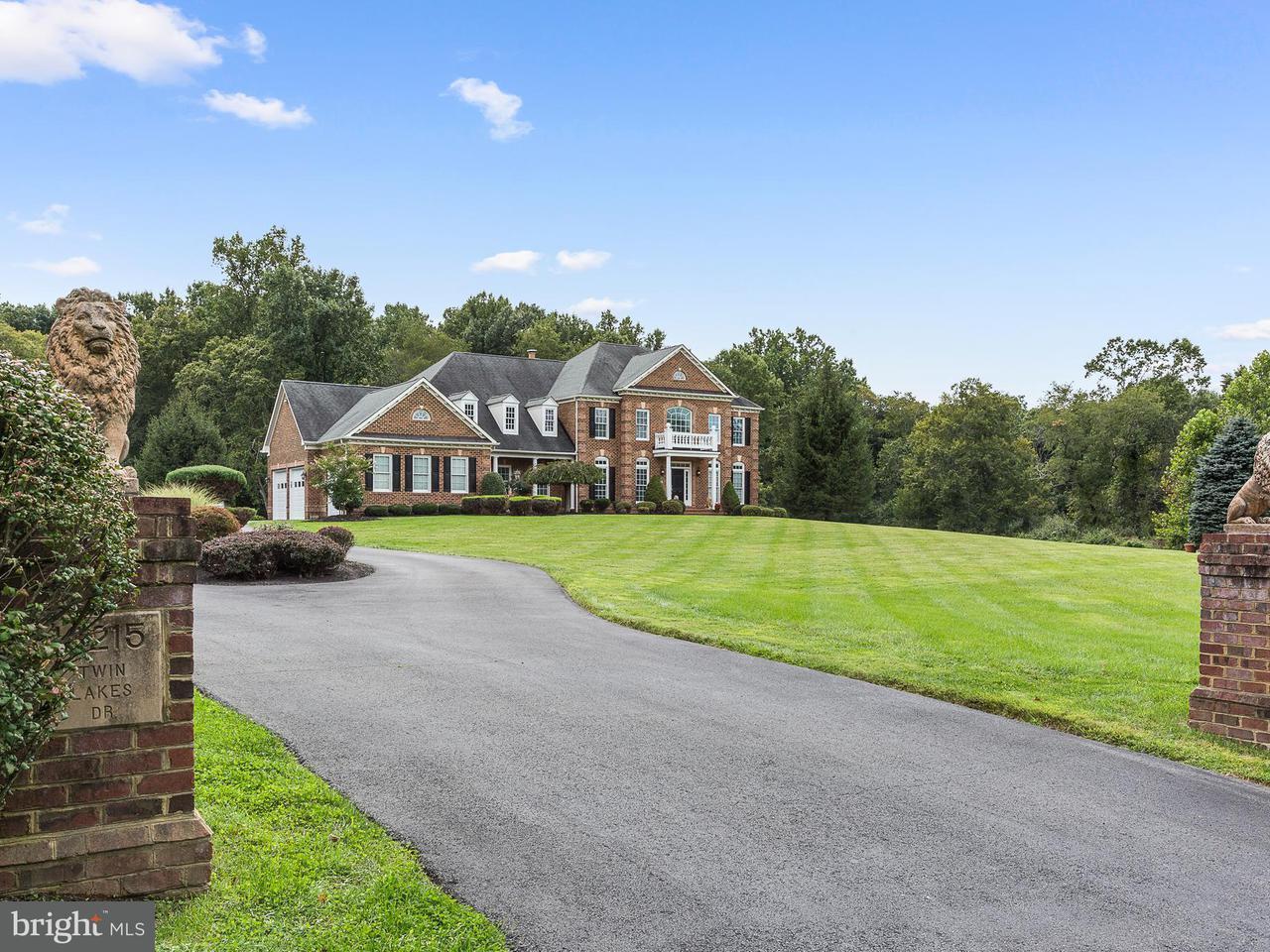 Частный односемейный дом для того Продажа на 13215 TWIN LAKES Drive 13215 TWIN LAKES Drive Clifton, Виргиния 20124 Соединенные Штаты