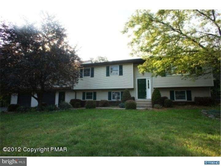 Casa Unifamiliar por un Venta en 913 WOODDALE Road East Stroudsburg, Pennsylvania 18302 Estados Unidos