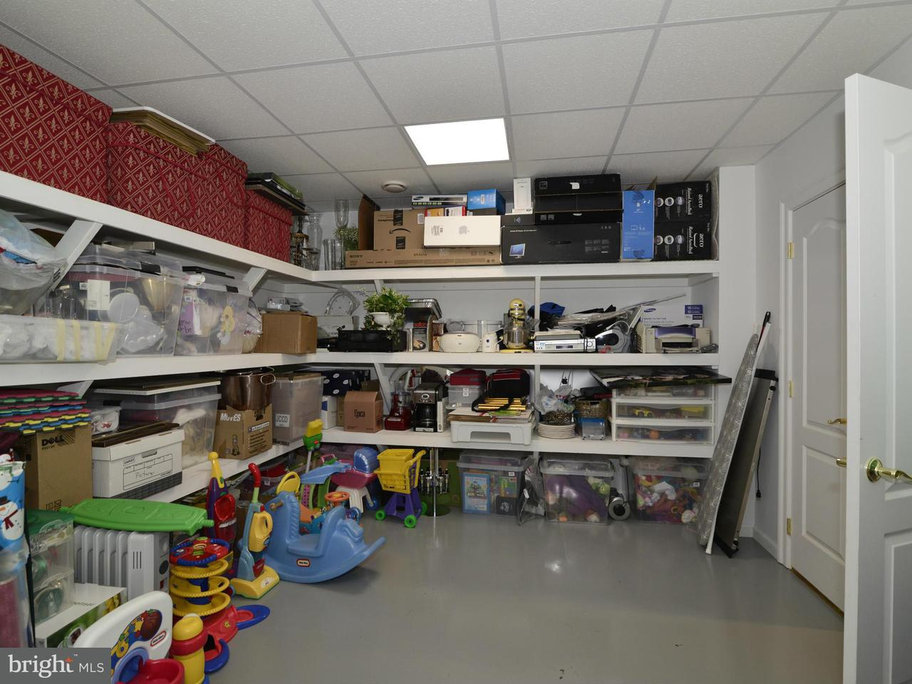Additional photo for property listing at 1401 SHAKER WOODS Road 1401 SHAKER WOODS Road Herndon, 버지니아 20170 미국