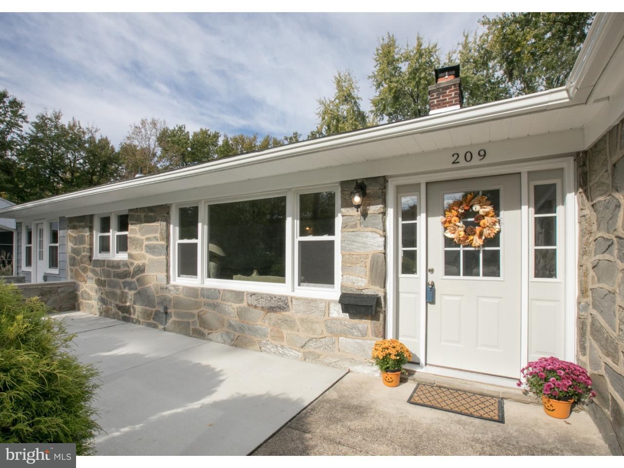 Maison unifamiliale pour l Vente à 209 NORWOOD Avenue Haddon Township, New Jersey 08108 États-Unis