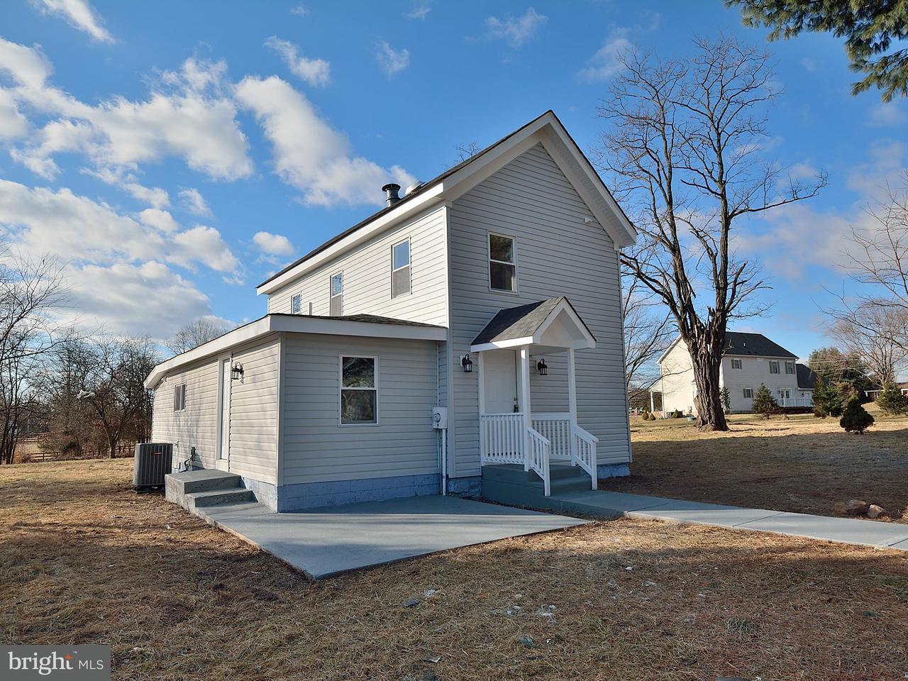 独户住宅 为 销售 在 3707 Sanders Lane 3707 Sanders Lane Catharpin, 弗吉尼亚州 20143 美国