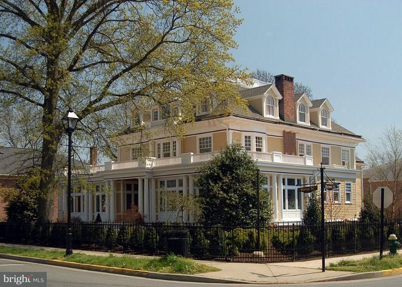 Villa per Vendita alle ore 202 DOVER Street 202 DOVER Street Easton, Maryland 21601 Stati Uniti