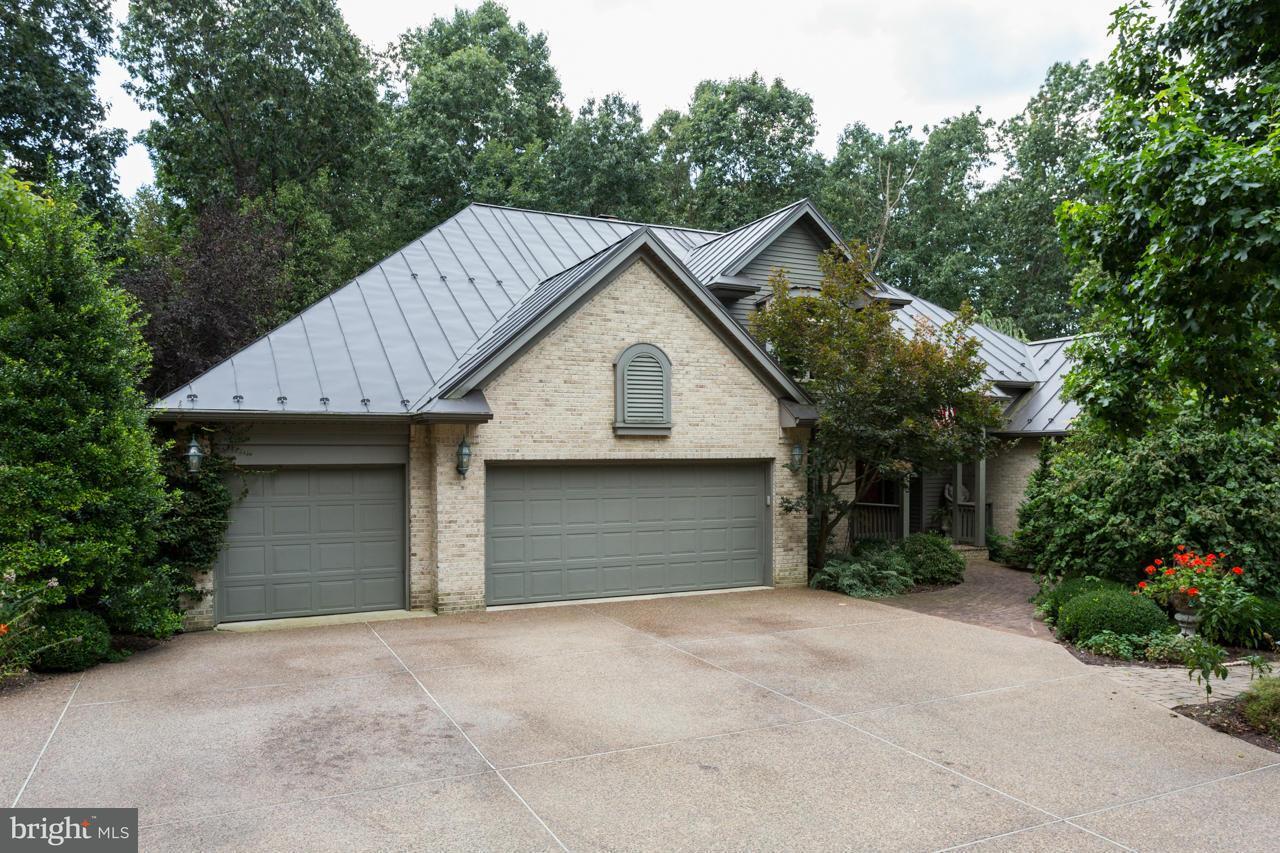 Частный односемейный дом для того Продажа на 536 F Street 536 F Street Elkton, Виргиния 22827 Соединенные Штаты