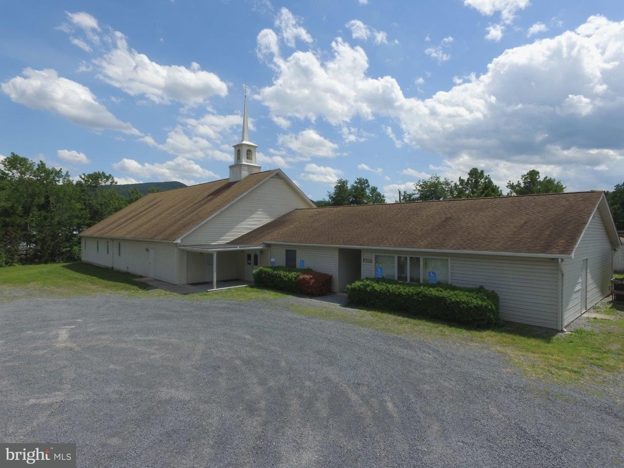 Commercial pour l Vente à 5700 EDINBURG GAP Road 5700 EDINBURG GAP Road Fort Valley, Virginia 22652 États-Unis