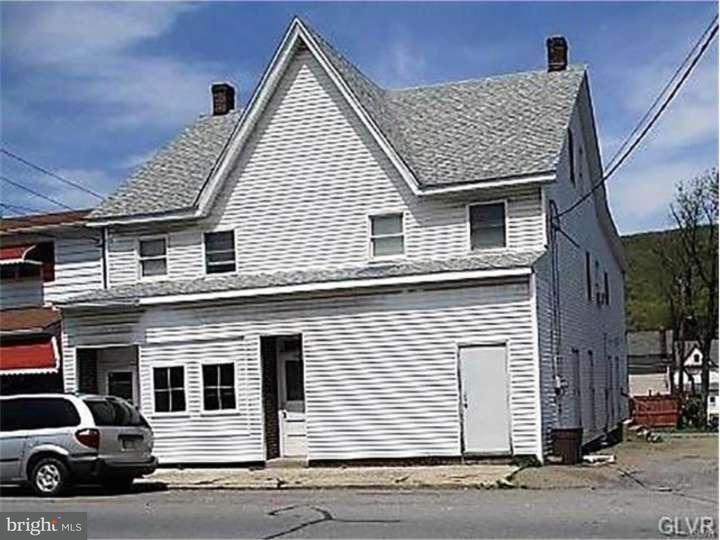 Maison unifamiliale pour l Vente à 348-350 W CATAWISSA Street Nesquehoning, Pennsylvanie 18240 États-Unis