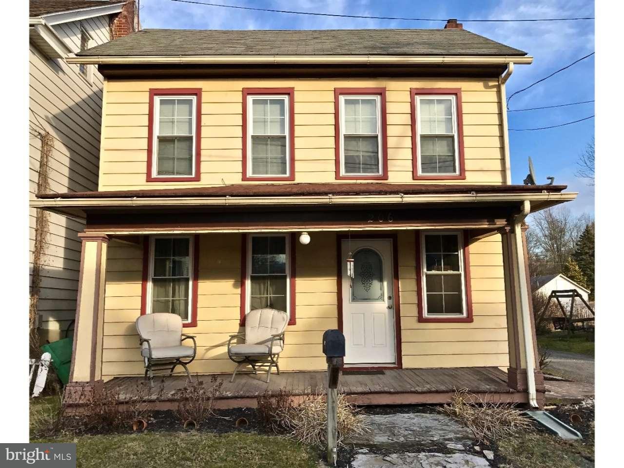 Частный односемейный дом для того Продажа на 206 S LANCASTER Newmanstown, Пенсильвания 17073 Соединенные Штаты