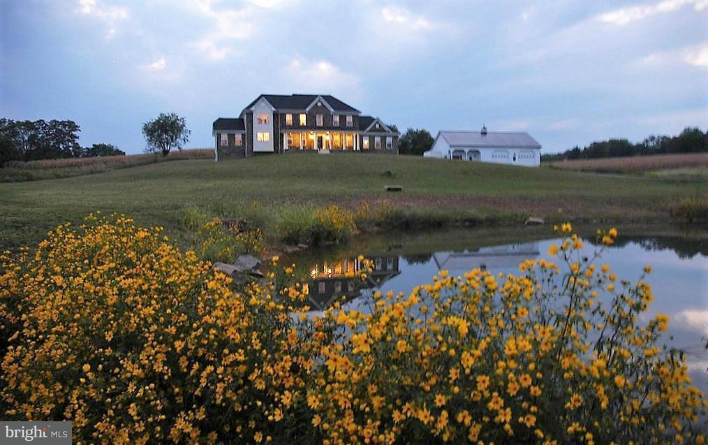 Casa Unifamiliar por un Venta en 38651 RICKARD Road 38651 RICKARD Road Lovettsville, Virginia 20180 Estados Unidos