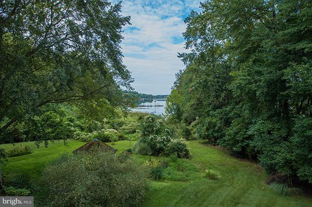 Частный односемейный дом для того Продажа на 1012 Riverside Drive 1012 Riverside Drive Salisbury, Мэриленд 21801 Соединенные Штаты