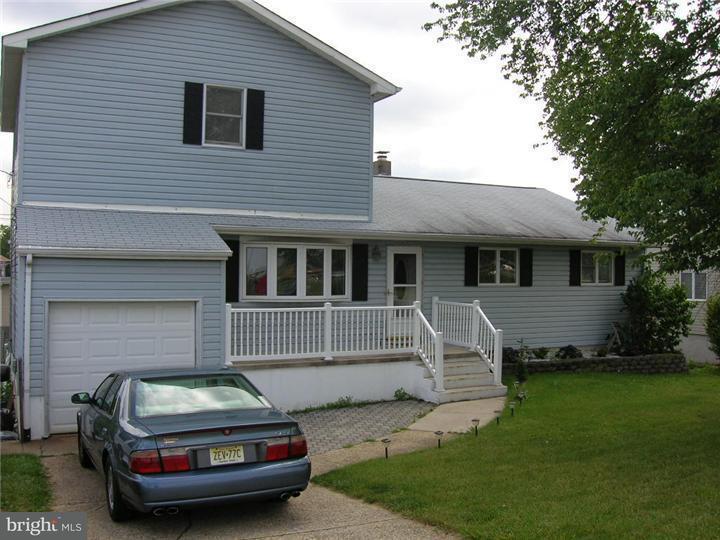 Maison unifamiliale pour l Vente à 2076 YARDVILLE HAMILTON SQ Road Hamilton Square, New Jersey 08690 États-UnisDans/Autour: Hamilton Township