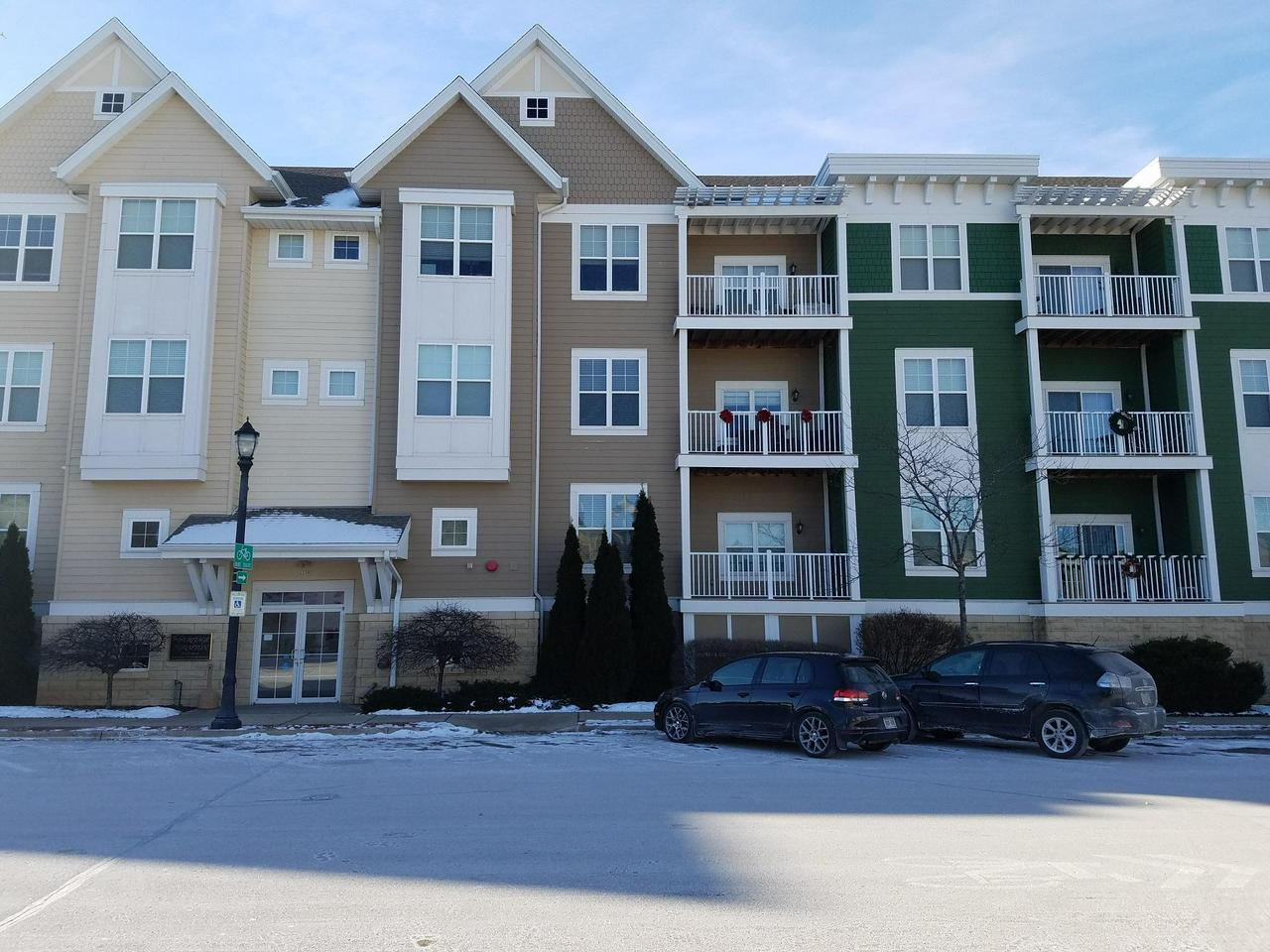 A very spacious condo is now available for a new owner in Grafton.The unit has 1 bedroom,a very large den, a bath with a spa tub, & 1 underground parking space. Entering the unit you will notice the laminate wood flooring throughout & the vaulted ceiling in the living room. The kitchen offers ample cabinets & counter space for food prep.There is a breakfast bar next to the dining room zone.A wall bump-out is a great place for a study desk.The large den offers endless options for an owner's personal lifestyle; an office,a 2nd bedroom, or a TV lounge.The balcony & clubhouse are wonderful bonuses