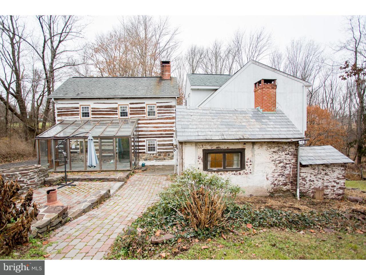 Частный односемейный дом для того Продажа на 381 FROGTOWN Road Kintnersville, Пенсильвания 18930 Соединенные Штаты