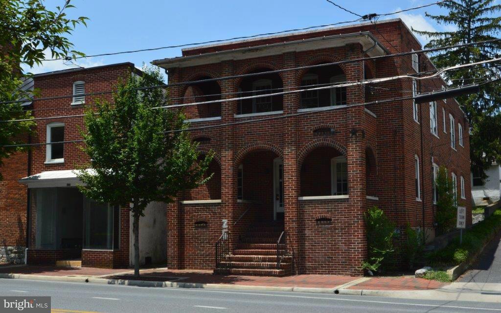 Casa multifamiliare per Vendita alle ore 125 BRADDOCK Street 125 BRADDOCK Street Winchester, Virginia 22601 Stati Uniti